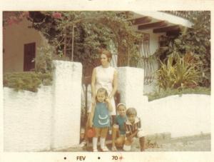 Em Porto Alegre, com minha mãe e meus irmãos