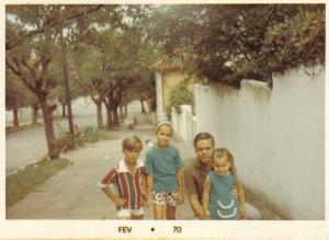 Em Porto Alegre, com meu pai e meus irmãos